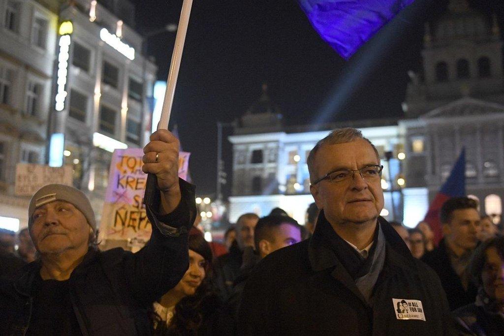 Miroslav Kalousek (TOP 09) na demonstraci proti Andreji Babišovi na Václavském náměstí