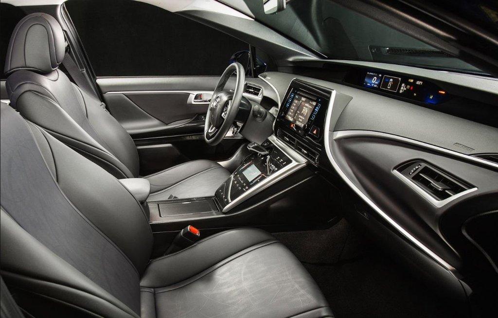 Interiér vozu na vodíkový pohon Toyota Mirai.