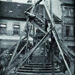 """Dolů s ním. V České Skalici byl Jan Nepomucký úředně odstraněn v říjnu 1919 kvůli tomu, """"že zjištěny byly v noci přípravy k násilnému odstranění sochy"""""""