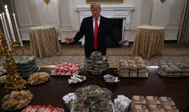 Donald Trump servíroval v Bílém domě jídla z fast foodů