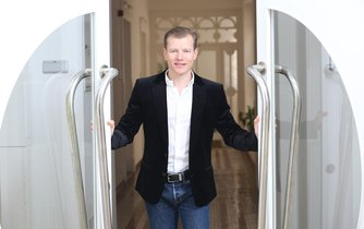 Solidní nejistota. Jiří Písařík se soudí o část své firmy Bohemia Energy. Celou společnost proto převedl do stabilnějšího Nizozemska.