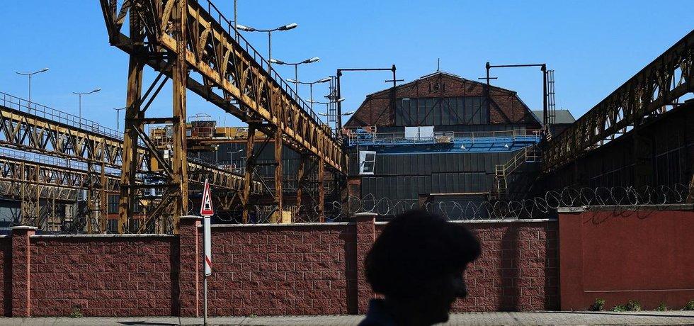 Ocelové město. Vítkovice jsou dnes především oprýskané stěny, rezavějící konstrukce a prázdné ulice. A přestože tu ještě funguje mnoho firem, hlavní sláva už je dávno pryč. Tohle je minulost, svou budoucnost hledá Ostrava jinde.