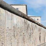 Počátkem 50. let proto nechala hranici se západním Německem obehnat plotem.