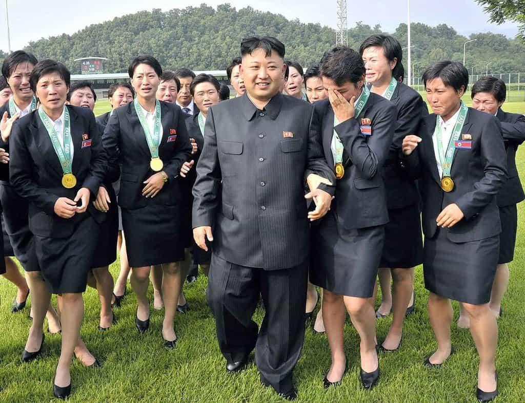 Severokorejky často při setkání s vůdcem spontánně propukají v hysterický pláč.