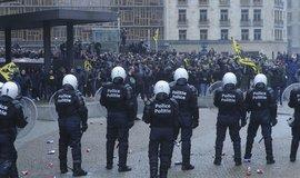 Protest radikálů proti migračnímu paktu v Bruselu