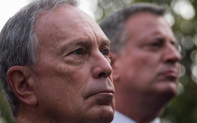 Michael Bloomberg (vlevo) a Bill de Blasio