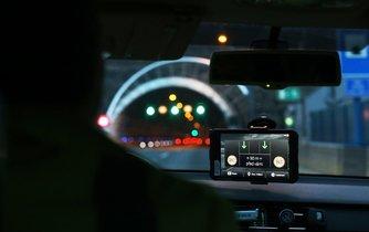 V Česku se začaly testovat dálnice, které mluví s auty