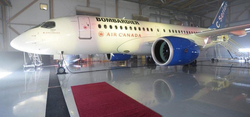 Letadlo Bombardier řady CS v hangáru v Montrealu