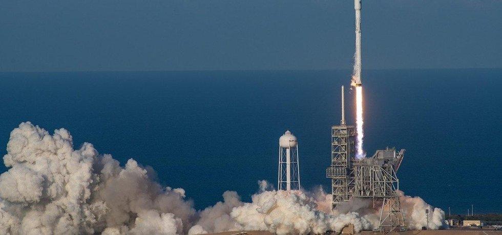 Firma SpaceX v březnu 2017 otestovala raketu Falcon  9, jež je první raketou v historii, kterou lze opětovně použít. Rakety by v budoucnu mohly nahradit letadla a létat okolo Země.