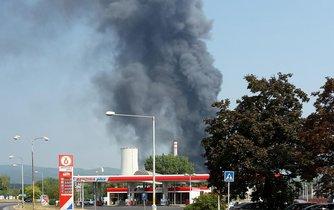 Požáry chemiček nejsou v Česku ojedinělé. Loni v srpnu hořela chemička Unipetrol