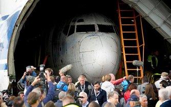 Letoun Landshut do Německa přivezl Antonov An-124 Ruslan - největší sériově vyráběné transportní letadlo na světě. Větší je jen An-225. To ošem nebylo sériově vyráběno