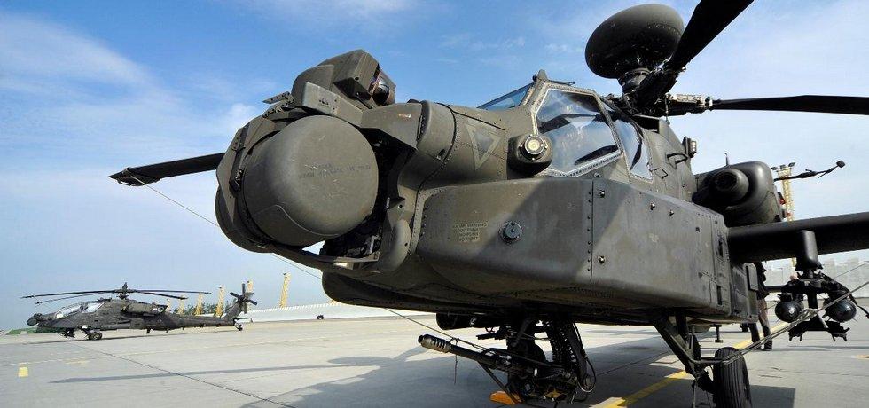 Americké bitevní vrtulníky AH-64 Apache, ilustrační foto