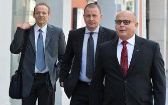 Zpravodajec Jan Pohůnek a dva bývalí ředitelé Vojenského zpravodajství Milan Kovanda a Ondrej Páleník