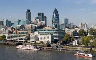 Panorama čtvrti City of London. Sídlí zde i trojice největších ratingových agentur - Moody´s, Fitch a Standard & Poor´s