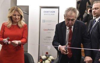 Zuzana Čaputová a Miloš Zeman při otevření Českého domu v Bratislavě