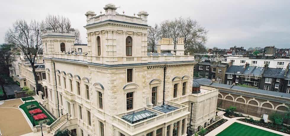 Sídlo miliardáře Lakshmiho Mittala, majoritního vlastníka společnosti Acellor Mittal v londýnské rezidenční oblasti Kensington Palace Gardens