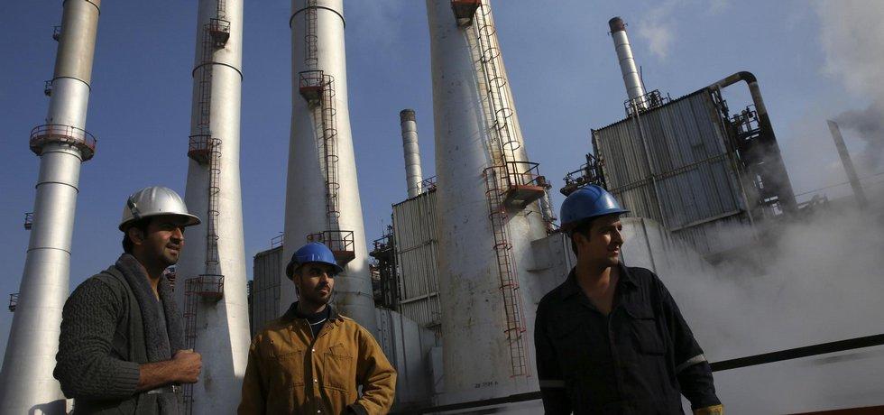 Ropná rafinerie v Íránu (Zdroj: ČTK)