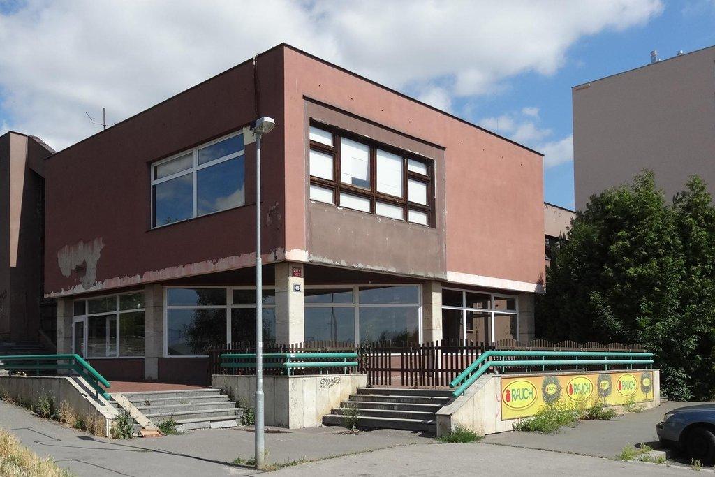 Budova bývalého sportovního centra před rekonstrukcí