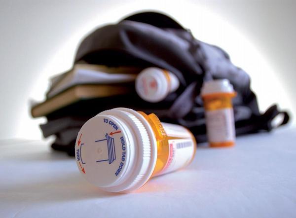Ilustrační foto; batoh, léky
