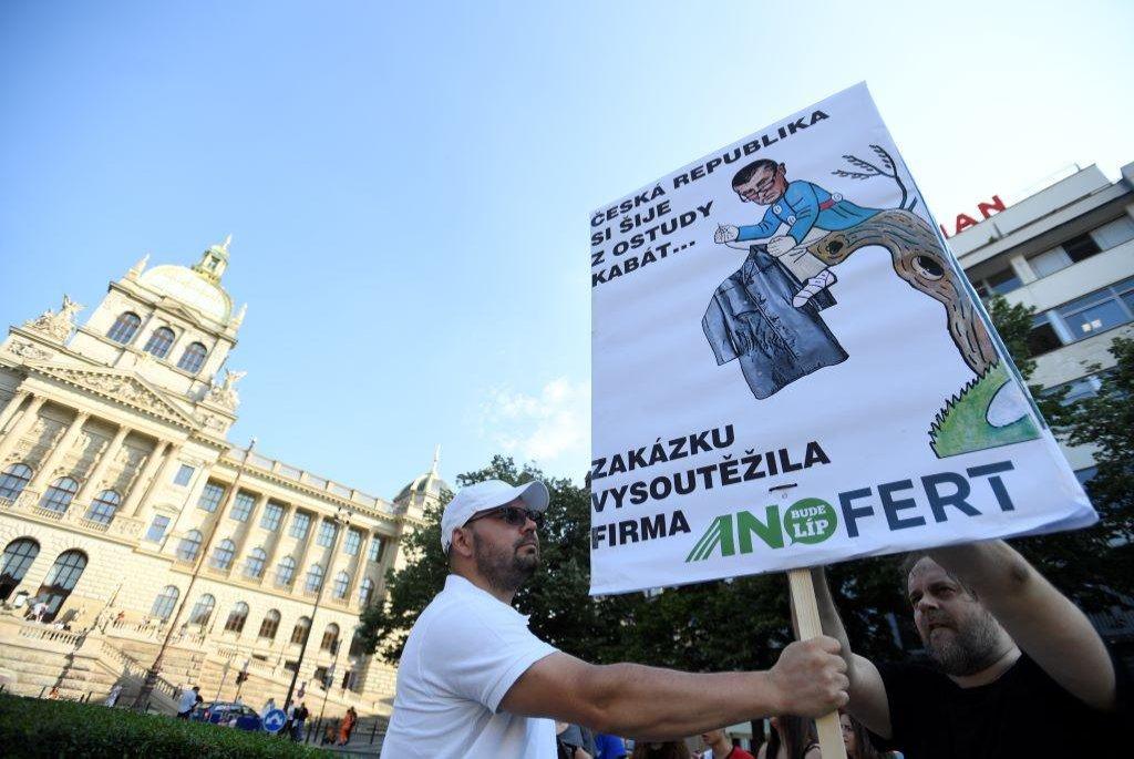 Příprava demonstrace proti Andreji Babišovi.