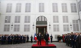 Nový ministr vnitra Gerard Collomb (vlevo)