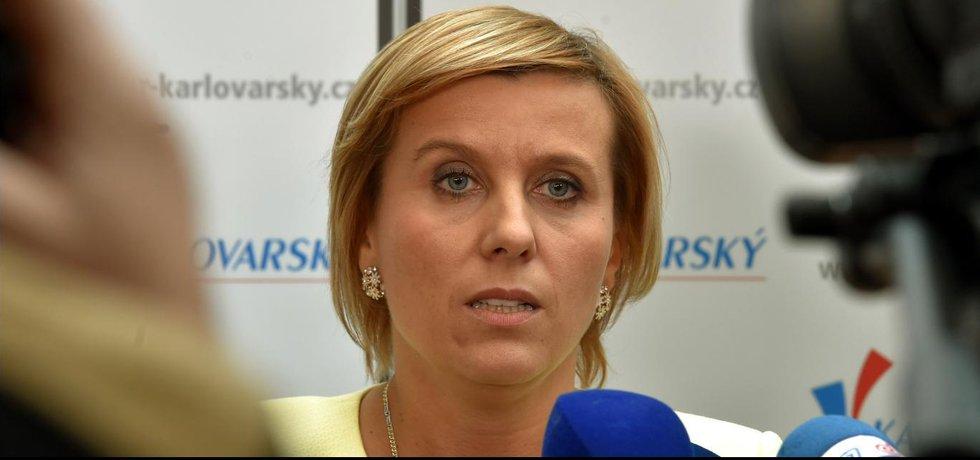 Nově zvolenou hejtmankou Karlovarského kraje je Jana Vildumetzová z hnutí ANO