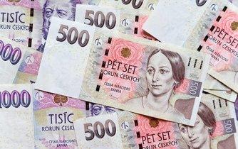 Češi už dohromady dluží více než 2 biliony korun, ohrožených dluhů ale ubývá