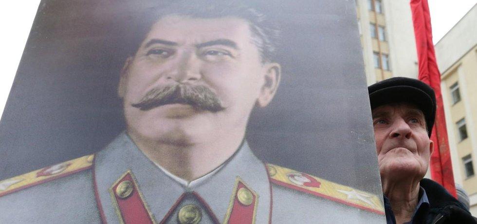 Přívrženec Stalina na demonstraci