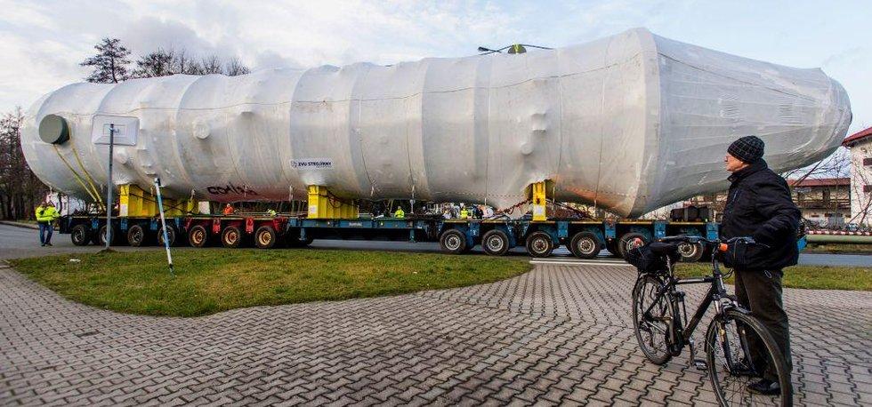 Společnost ZVU Strojírny Hradec Králové vypravila 9. ledna do Iráku část zařízení pro ropnou rafinerii.