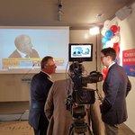Miroslav Kalousek sleduje sčítání hlasů