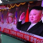Obraz severokorejského vůdce straší i v jihokorejském Soulu, naštěstí jen prostřednictvím LCD televizoru na místním hlavním nádraží.