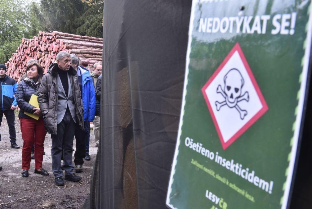 Ministryně financí Alena Schillerová a premiér Andrej Babiš na prohlídce lesů zasažených kůrovcem, ilustrační foto