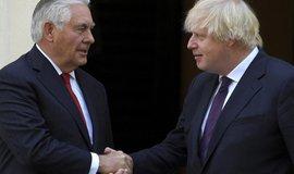 Americký ministr zahraničí Rex Tillerson při setkání se svým britským protějškem Borisem Johnsonem odsoudil úniky informací ve věci vyšetřování útoku v Manchesteru