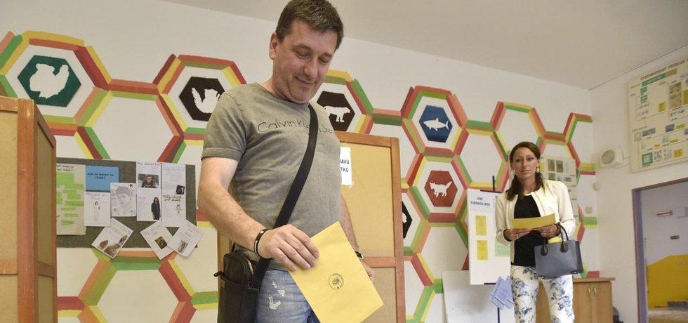 Doplňovací senátní volby v obvodu Zlín vyhrál Tomáš Goláň (na snímku)