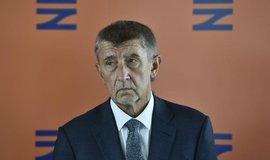 Babiš by měl přerušit výkon všech politických funkcí, píše německý list