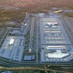 Vizualizace rozšíření letiště Heathrow. Třetí ranvej je vlevo. Pod ní má vést dálnice.