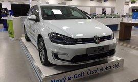 Elektromobil Volkswagen e-Golf na prodejně Alza.cz