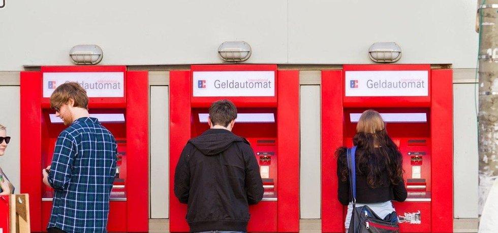 Počet bankomatů v Německu klesá. Ilustrační foto.