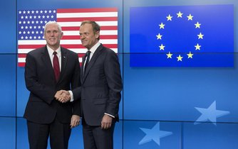 Mike Pence a Donald Tusk