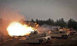 Americké tanky Abrams během cvičení v Lotyšsku