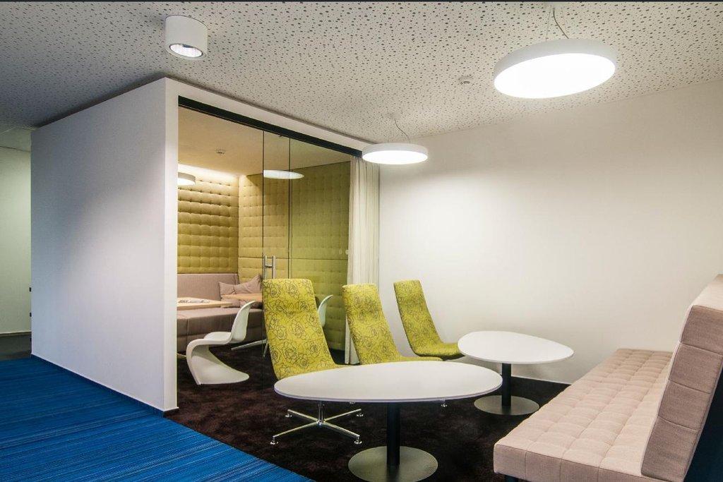 Útulné kancelářské prostory firmy FEI zvou zaměstnance i návštěvníky k odpočinku