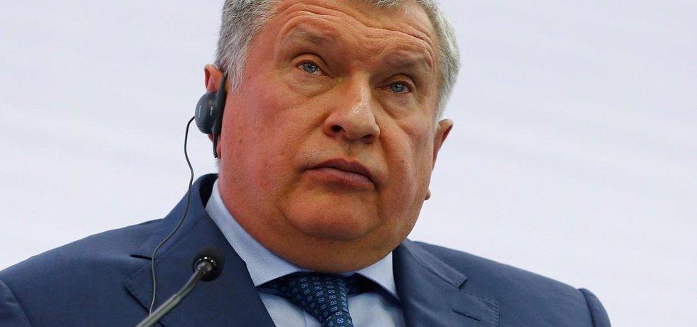 Šéf ruského energetického gigantu Rosněfť Igor Sečin na americké lodě se stlačeným zemním plynem čekat nehodlá