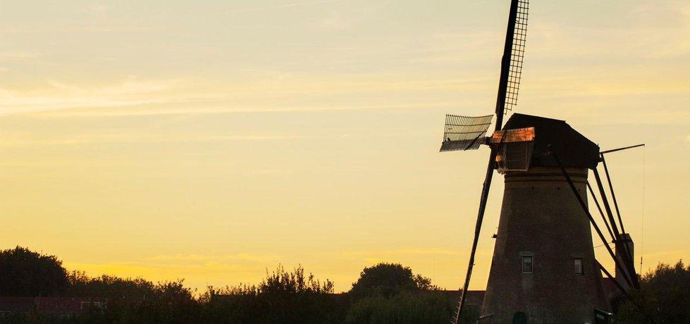 Typickou dominantnou nizozemského venkova jsou větrné mlýny