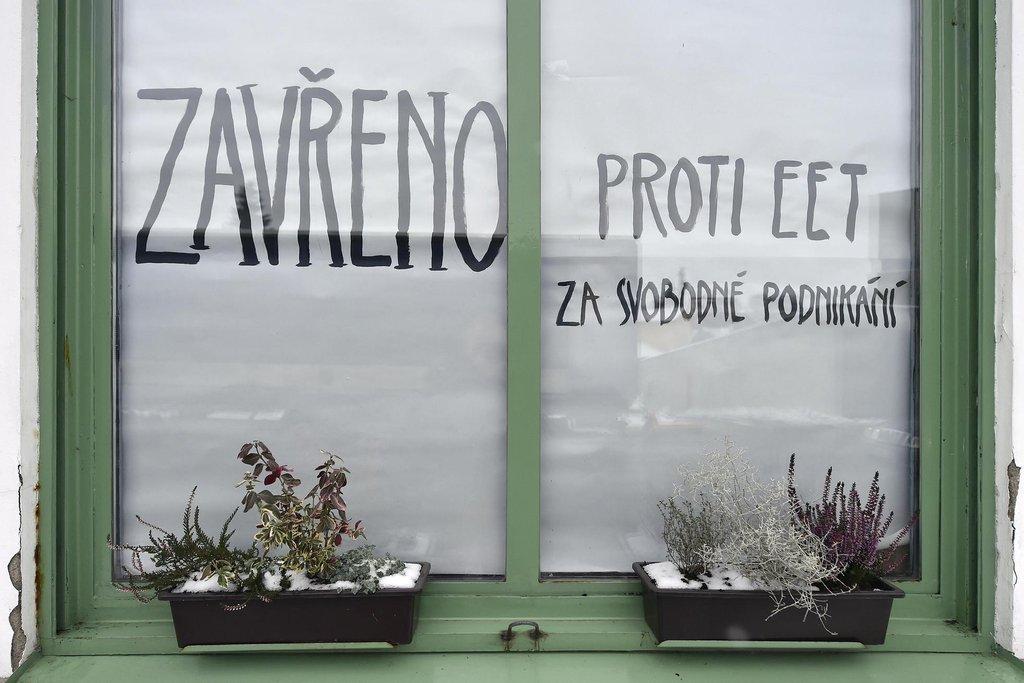 Na protest proti zavedení elektronické evidence tržeb (EET) uzavřela 1. prosince majitelka Kavárny Jankl Jana Kůrková na jeden den svoji provozovnu nedaleko centra Pacova na Pelhřimovsku.