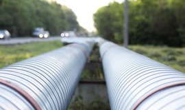 Zbytečné projekty. Investice Bruselu do plynu ve výši 730 miliard mohou být mrháním peněz