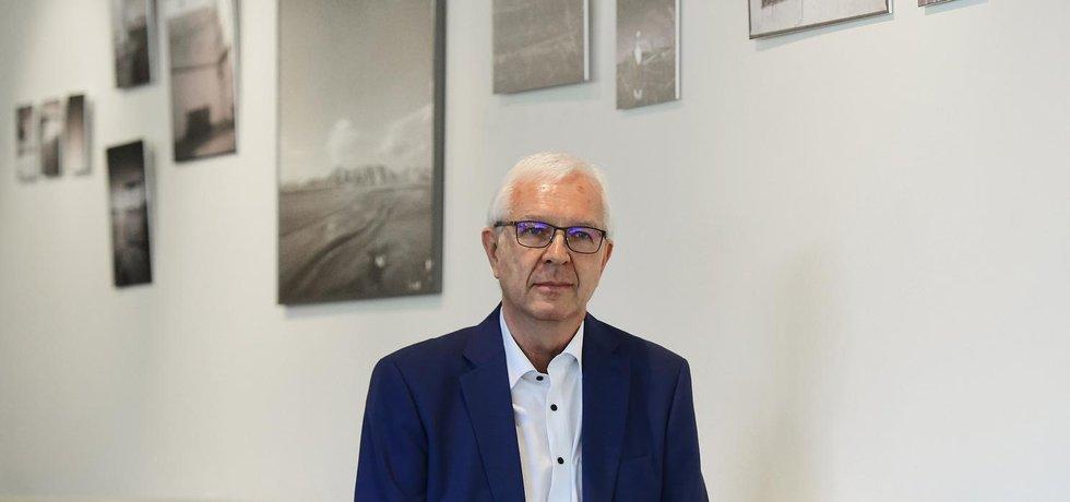 Podle průzkumu Medianu z počátku dubna by Jiří Drahoš v prvním kole skončil třetí se 17 procenty