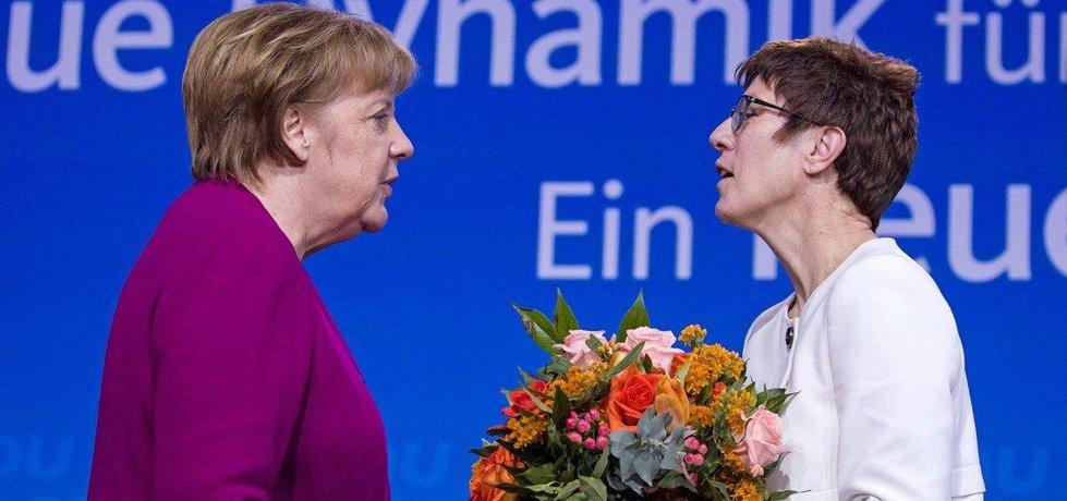 Angela Merkelová s jednou z kandidátek na post šéfky CDU  Annegret Krampovou-Karrenbauerovou
