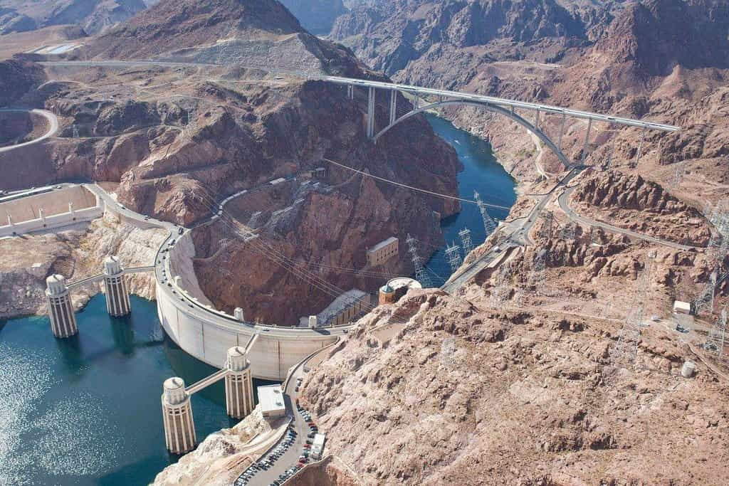 Symbol USA i pohřebiště dělníků. Hoover Dam se začal stavět před 88 lety