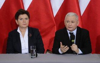 Beata Szydlová (vlevo) a Jaroslaw Kaczyňski