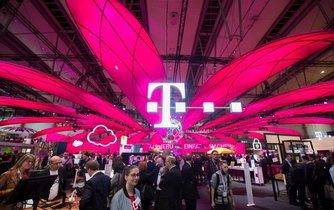 Společnost Deutsche Telekom si nárokuje výhradní používání barvy magenta.